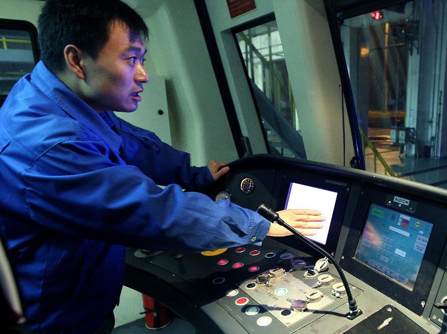 走行部,控制系统,司机室,车门,空调及受电弓等重要部位维护保养,小到