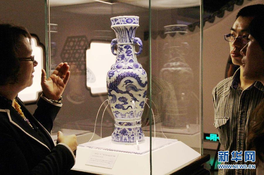 晚报 1 元代青花瓷器展亮相上海博物馆