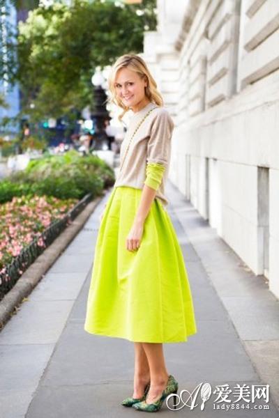 衬衫+半身裙 夏日彰显知性优雅