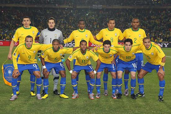 巴西世界杯开幕 回顾历届巴西足球队服
