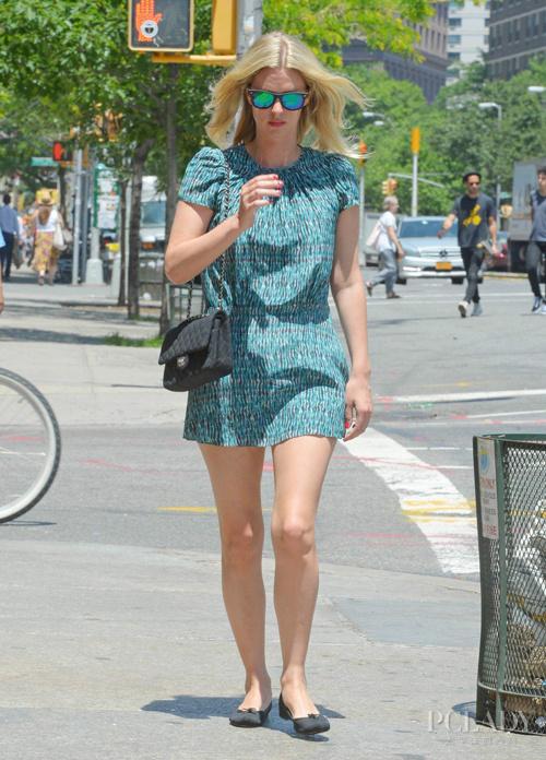 夏日裙装搭配大比拼 谁主沉浮