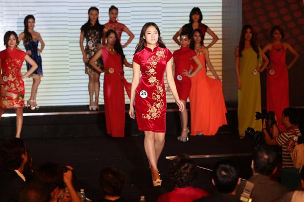 中国选手展示了旗袍美图片