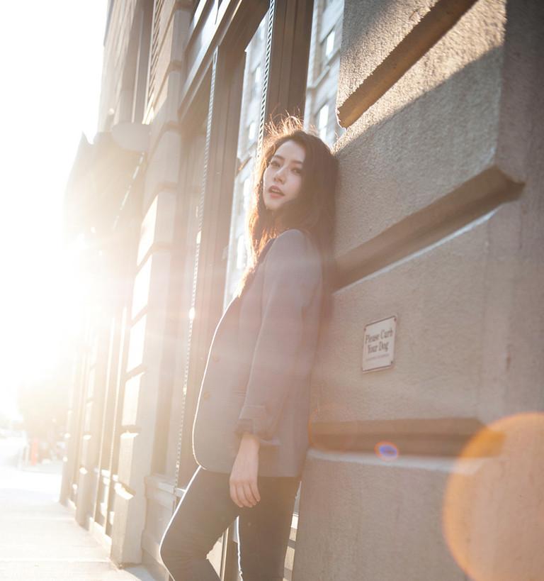 图:高圆圆纽约街拍照曝光 逆光街头尽显浪漫
