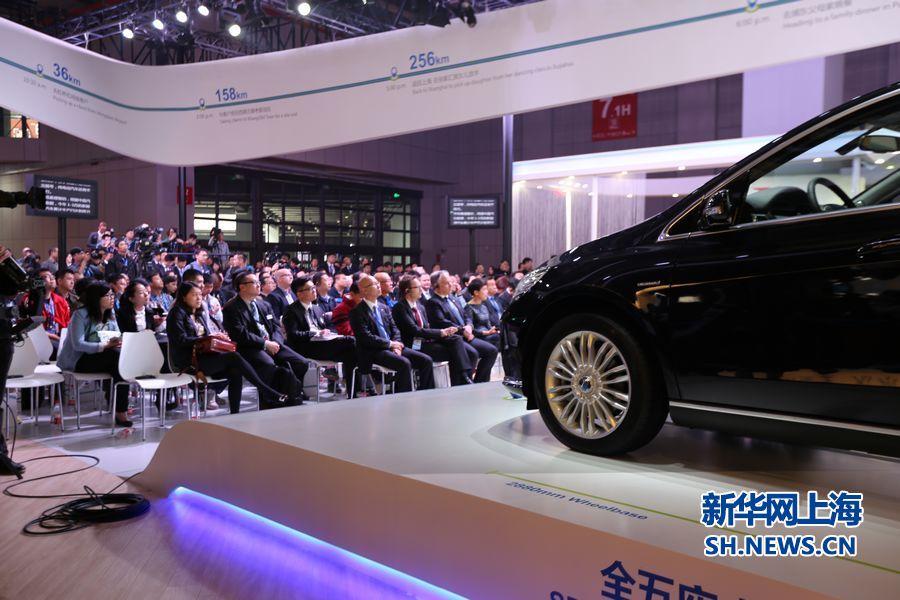 某汽车发布会吸引众多的观众和媒体.新华网上海频道 苟理彬 摄