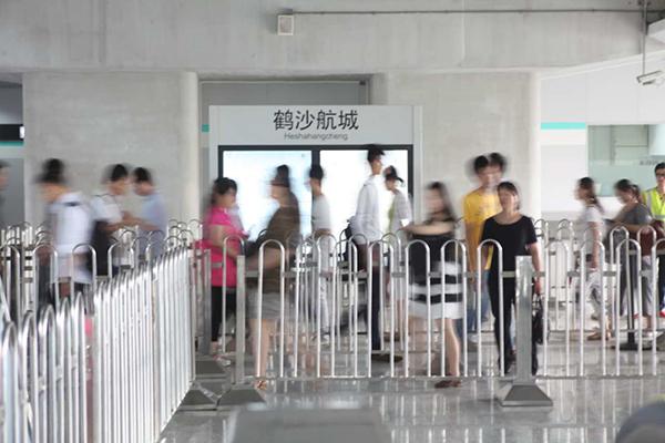 图片说明:7月21日,上海地铁16号线鹤沙航城站.澎湃新闻记者朱伟辉图