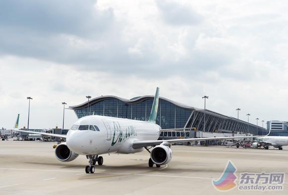 国内首架186座的空客a320飞机落地上海浦东机场