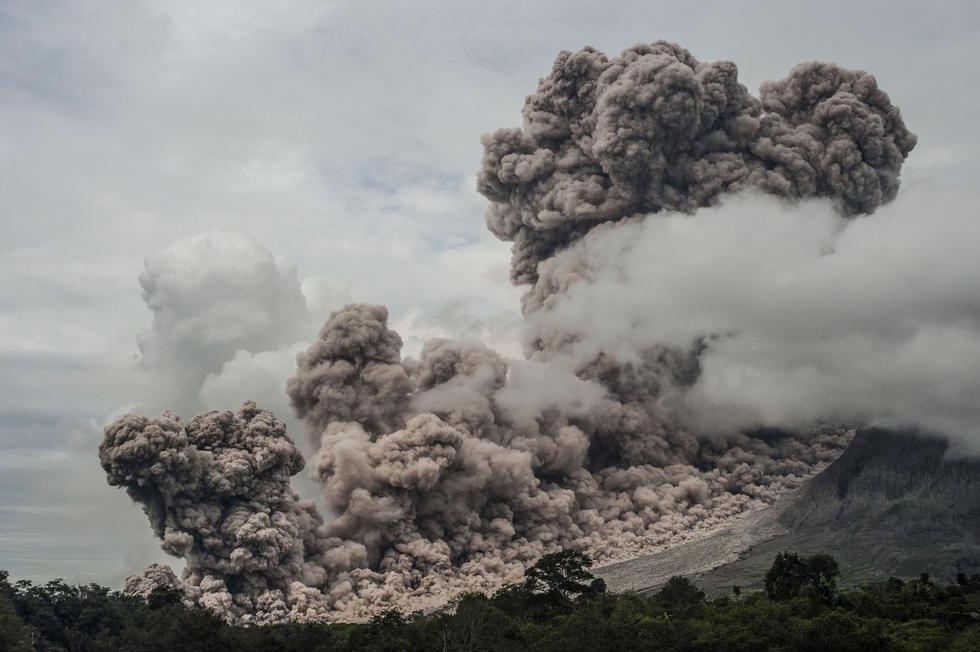 什么是真正的朋�_印尼锡纳朋火山猛烈喷发 火山灰遮天蔽日