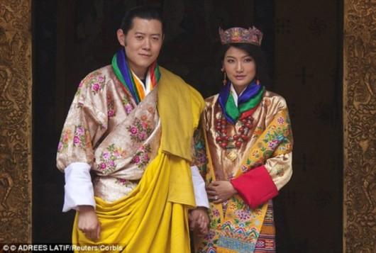 不丹王妃孕照曝光 揭秘不丹国王与王妃童话般爱情-网
