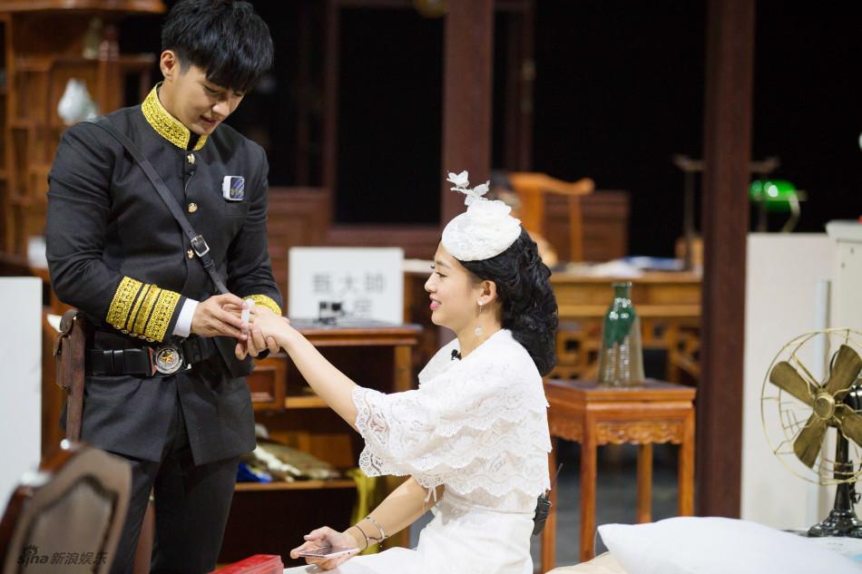 新浪娱乐讯 5月24日,炎亚纶,吴映洁共同录制了《明星大侦探》,两人