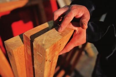 木匠阿海:用榫卯结构老房子
