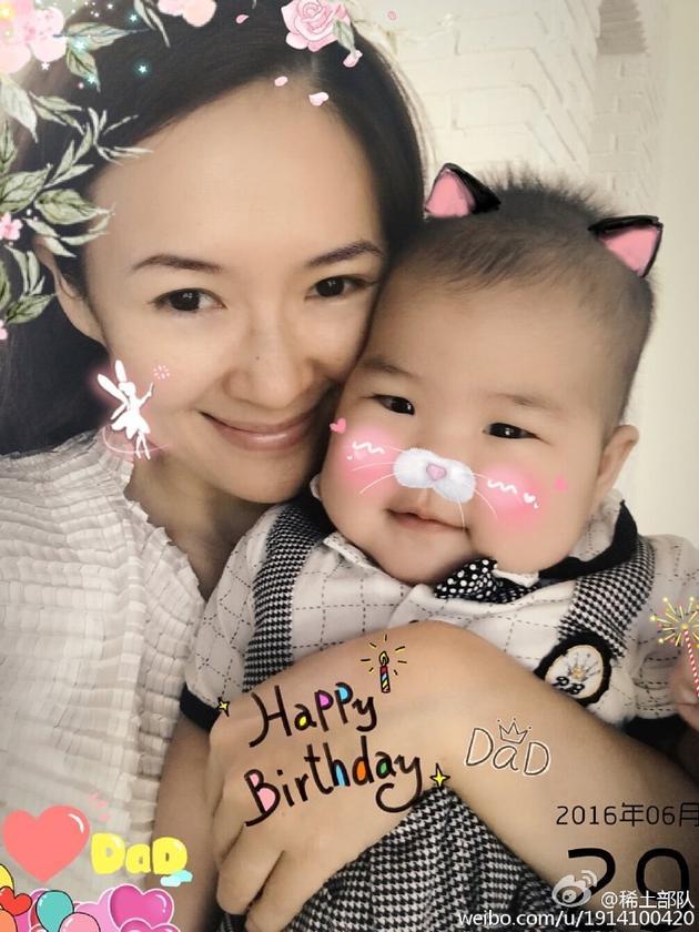 章子怡发微博晒与女儿醒醒合照祝汪峰生日快乐