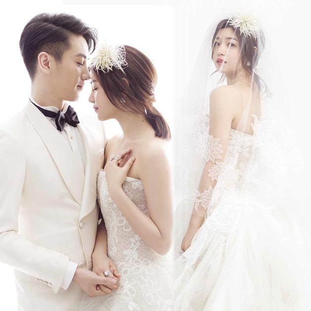 自从2015年8月7日在微博公开秀恩爱之后,陈晓和陈妍希这对因戏结缘的恋人就备受瞩目。看到同框的陈晓和陈妍希,你就会明白什么叫真正的配一脸。两人于今日在北京的雁栖湖举办婚礼,婚礼地点的名称正好谐音妍希,真心浪漫到了极致。在剧中苦等姑姑16年的过儿陈晓,在现实中用了不到16个月的时间就抱得美人归。  陈晓陈妍希大婚  两人的婚戒来自卡地亚   颜值双双爆表的陈晓和陈妍希不仅婚礼现场唯美浪漫,两人今天的造型也是堪称完美。陈妍希的婚纱由Alberta Ferretti亲自设计,采用白色 Chantil