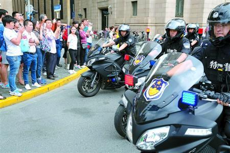 海公安特警总队摩托车武装巡逻队和黄浦分局交警支队摩托车机动专