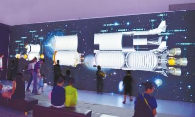 通过裸眼3d巨幅互动投影,观众可以亲手打开火箭的外壳,了解火箭的结