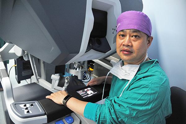 片均为上海长征医院供图-上海医生用机器人为肾病患者切除肿瘤 仅