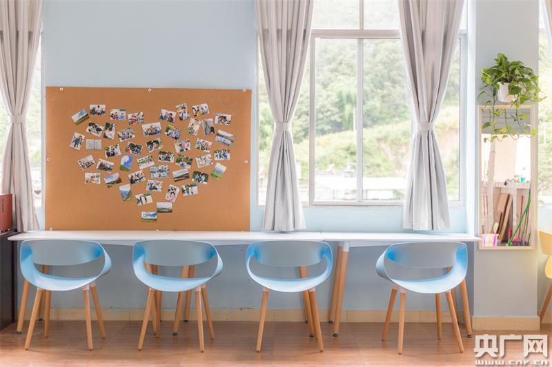 """此梦想教室以""""步入心田""""为主题,将沉浸式设计手法与沉浸式教育方法"""