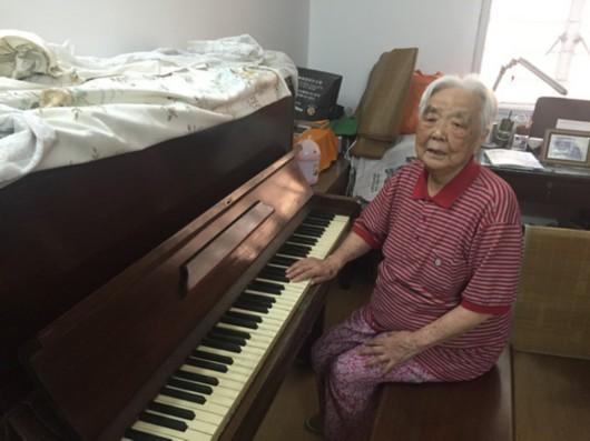 第一夫人钢琴简谱-的琴,旁边是他太太舒群-建设中的上海交响音乐博物馆 记录 西乐东