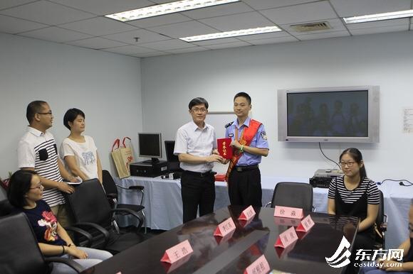 上海捐粹.9�(yi&�l$zd�_上海民警为白血病患者捐献造血干细胞