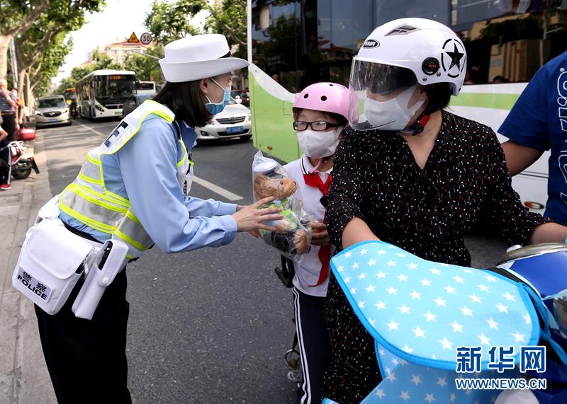 一盔一带知识宣传安全守护行动主题宣传日在沪举行 牢记安全意识
