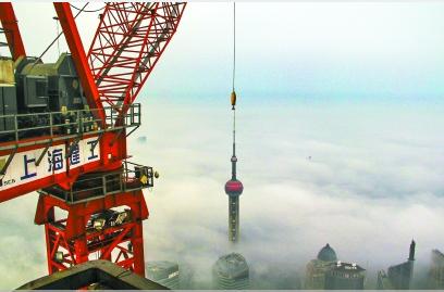 """塔吊室里,云端见证上海不断""""成"""