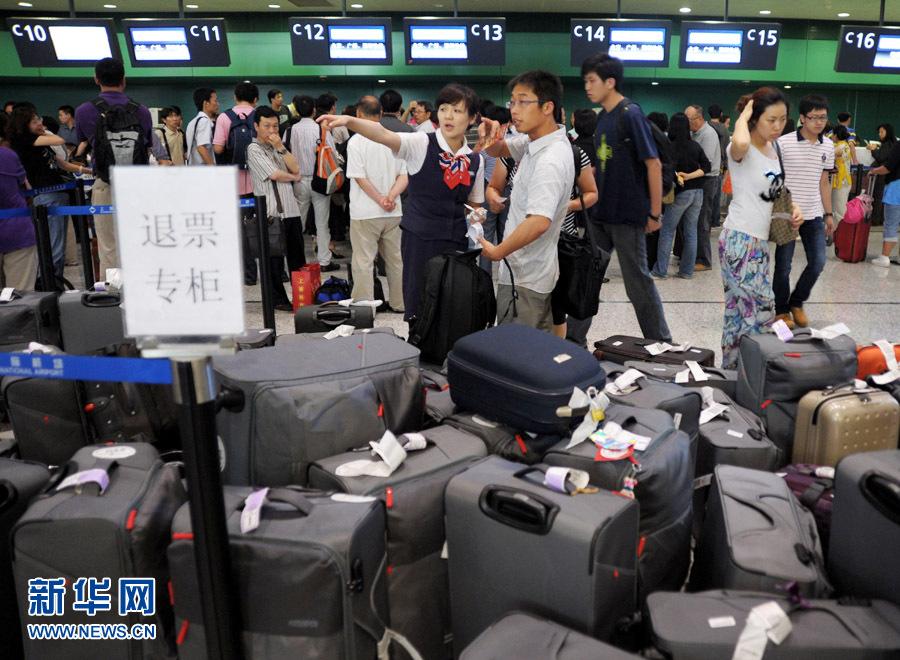 上海风,雷,雨三预警齐发 机场大面积航班延误