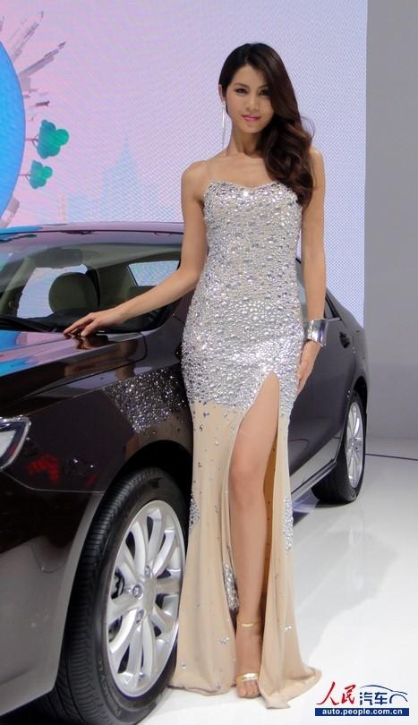 成都 车展 水钻长裙秀美腿 比亚迪展台 车模 新高清图片