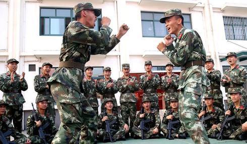 上海:武警战士快乐练兵场