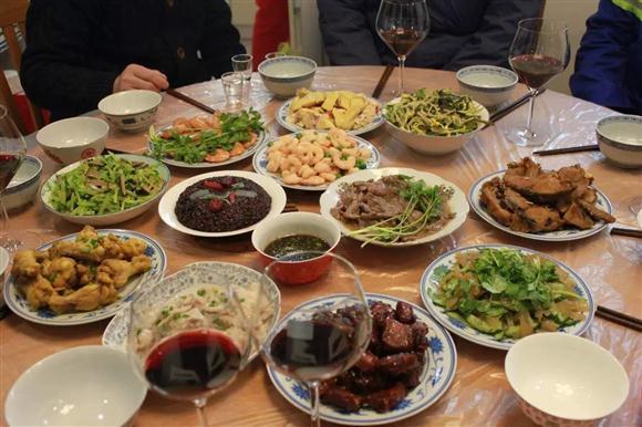 团圆饭·话年俗 上海各区市民这么过年!