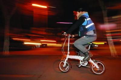 滬上代駕司機:每月買保險 來去有共享單車