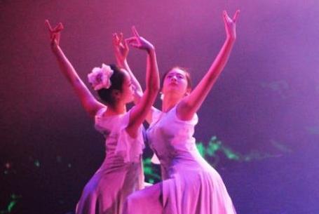 《鳳凰浴火》:一部有戲曲風格的音樂劇