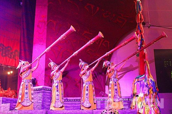 成都军区战旗文工团大型原创民族舞剧《英雄格萨尔》
